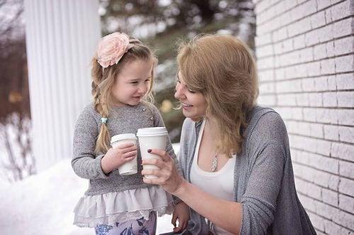 mor og datter tenker positivt