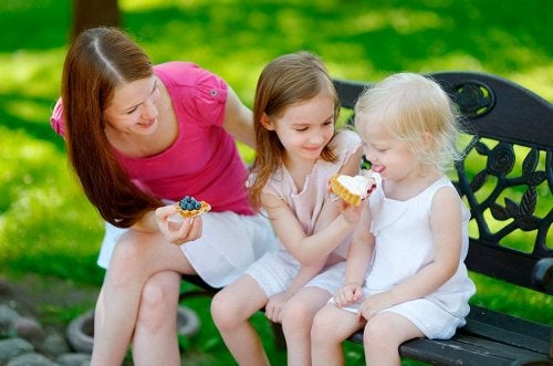 4 regler for å lære barna dine å dele med andre