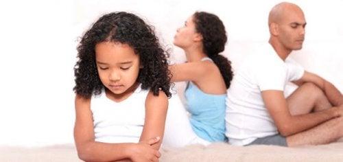 Lær hvordan du hjelper barn hvis foreldre går gjennom en skilsmisse