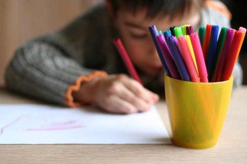 Hva forteller barnetegningene om barna dine?