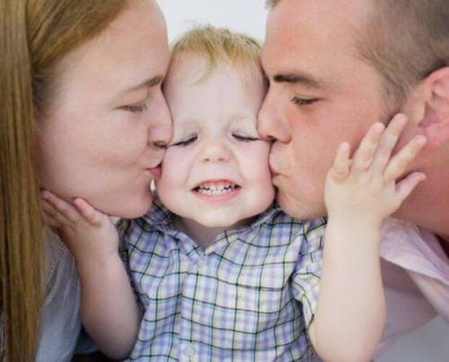 Glad småbarnsfamilie
