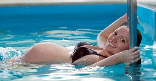 7 fordeler med å svømme under graviditeten