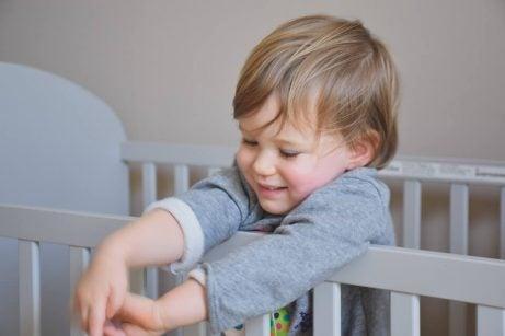 Hvordan skal babyens barneseng være?