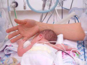 Betydningen av menneskelig varme for babyer på intensivavdeling