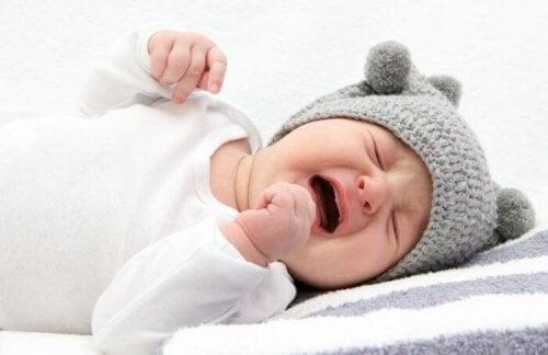 Hvorfor noen babyer gråter i søvne
