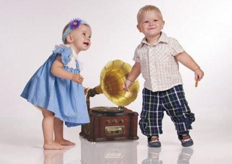 Barn kan danse veldig fritt