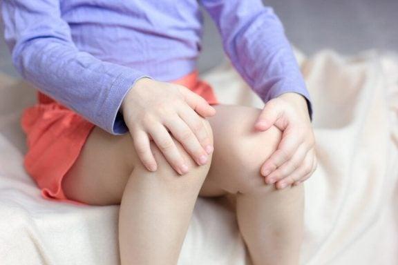 Hva er voksesmerter hos barn og ungdom?