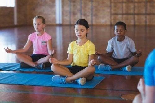 Fordelene med meditasjon i klasserommet