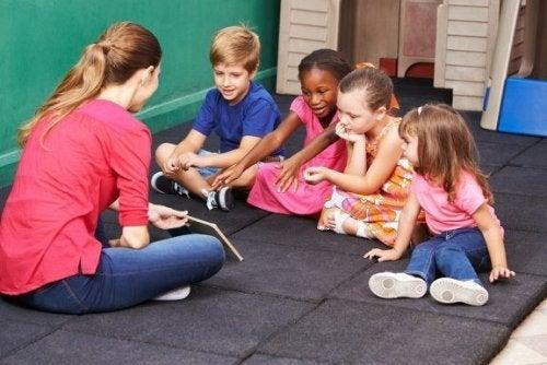 Tre spill for å lære barn om konfliktløsning