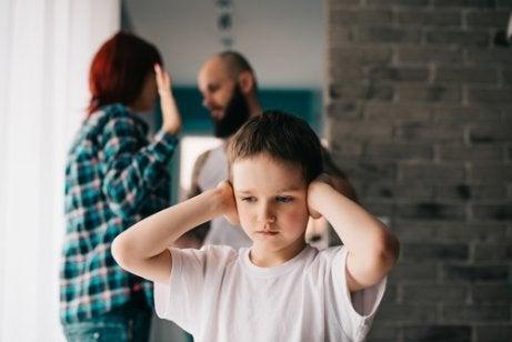 Hvordan skilsmisse påvirker barn, i henhold til deres alder