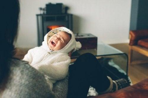 Når babyen alltid begynner å gråte om natten