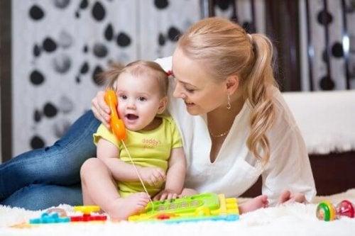 Tips for å stimulere babyer slik at de begynner å snakke