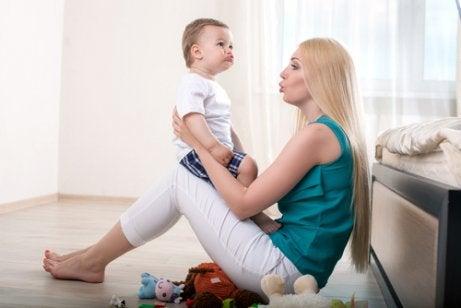 Stimulerer babyen slik at dn begynner å snakke