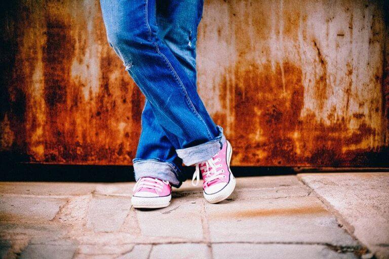 Det er mange tips for å lære barn å knyte skoene sine