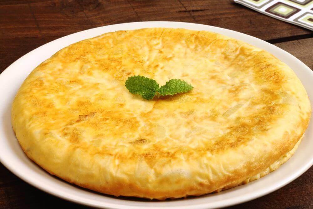Deilig tortilla med krydderblad, en god måte å tilføye egg i barns kosthold