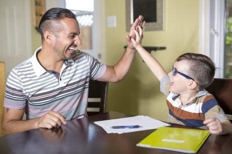 Samarbeid aktivt med barna dine
