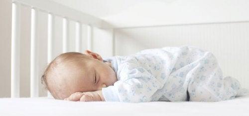 5 forskjellige babysenger: fordeler og ulemper