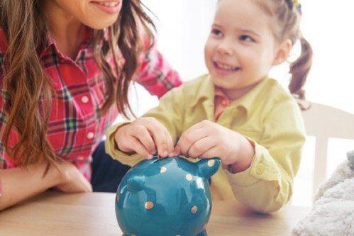 Hvorfor det er så viktig å lære barn verdien av penger