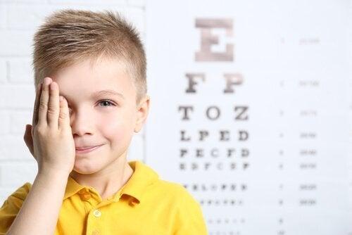 Behandling av hengende øyelokk