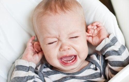 Baby med vondt i ørene