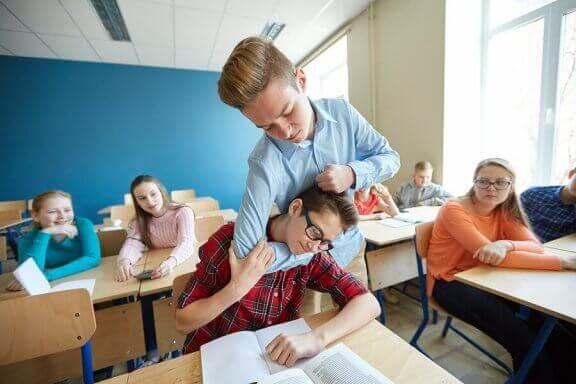 Hva du kan gjøre om barnet ditt slår på skolen