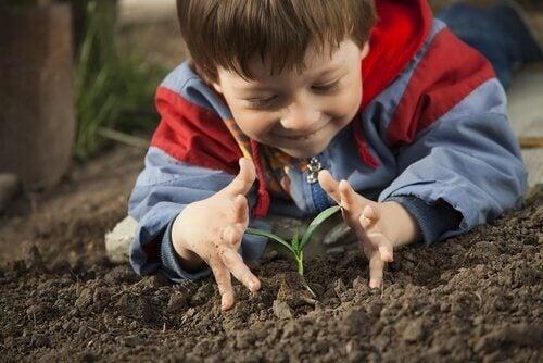 Barn lærer om naturen