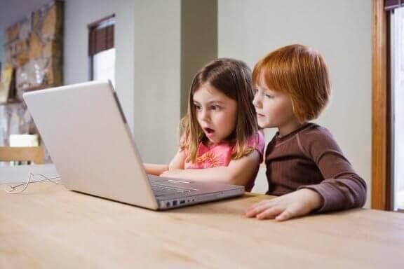 Barn lærer mye ved å se på YouTube