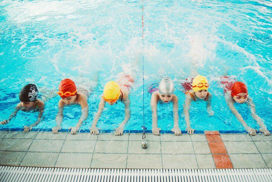 Hvorfor er det viktig at barn lærer seg å svømme?