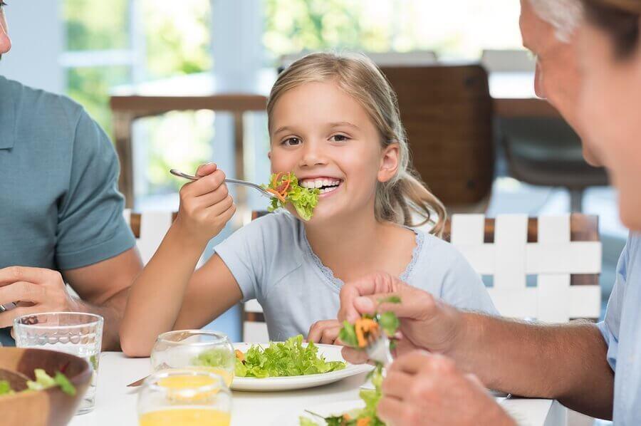 Hvorfor det er viktig å lære barn bordskikk