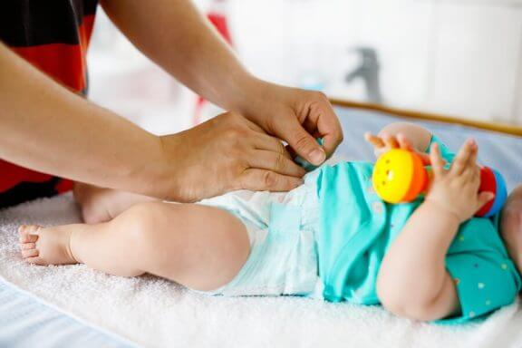 Når bør du bytte babyens bleie?