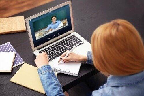 Utdannelse via fjernundervisning: Fordeler og ulemper