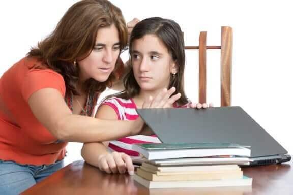 Hvordan unngå å bli en altfor kontrollerende forelder