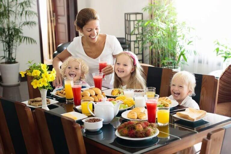 4 fruktjuicer for barn i forskjellige aldre