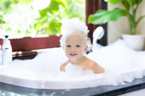 vaske barnas hår