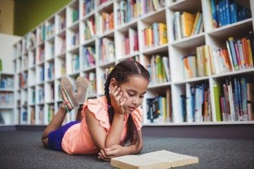 Hvordan påvirker kontekst et barns utdanningsnivå?