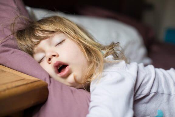 Hva skal man gjøre når barnet puster gjennom munnen?