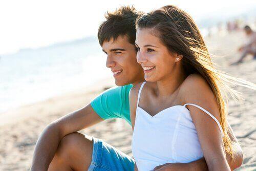 Kjærestepar på stranden