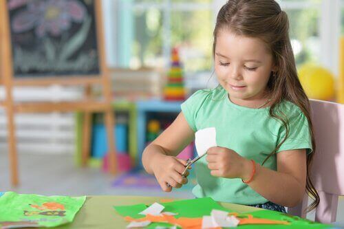 Å lage et slektstre er en av de morsomste aktivitetene du kan gjøre med barn. I denne artikkelen forteller vi deg hvordan du kan gjøre det trinn for trinn. Ta notater!