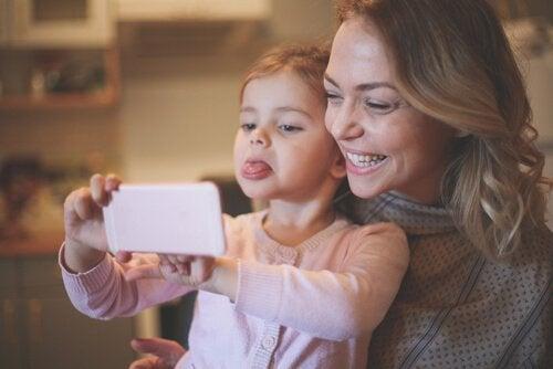 Rampete barn i hjemmet: Nysgjerrige barn