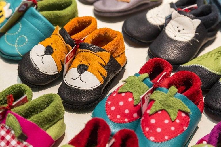 Et stort utvalg barnesko, som kan hjelpe deg med å velge de riktige skoene.
