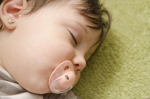Sove med smokk