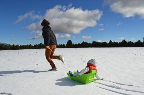 10 snøleker å spille som en familie