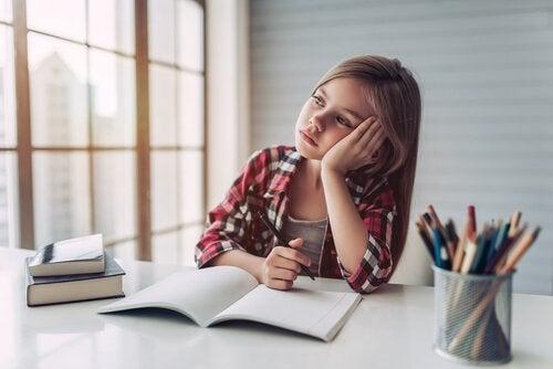 Barn som legger seg sent blir trøtte og ukonsentrerte.