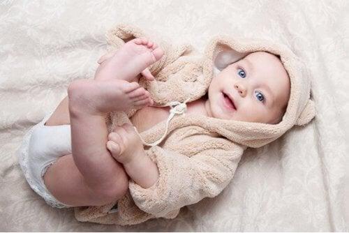 De første dagene av babyens fysiske utvikling