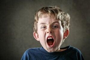 Les om hvorfor barn skriker og hva du kan gjøre.