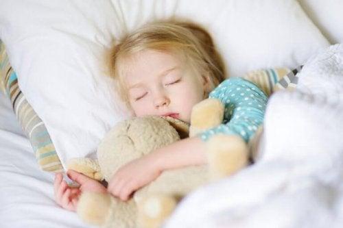 Mange barn er redde for å sove hjemmefra.