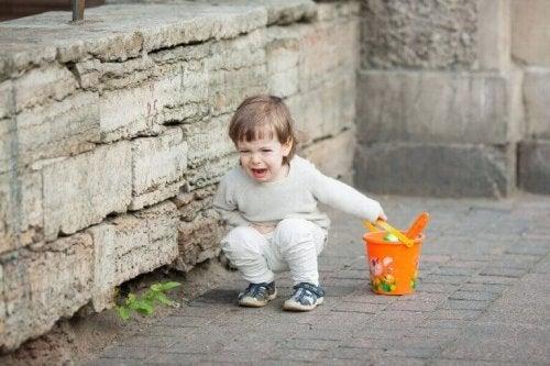 Hva bør jeg gjøre så barnet mitt ikke skriker?