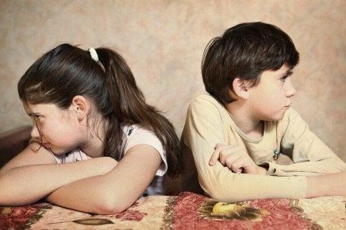 Når barna krangler hele tiden, hva kan foreldrene gjøre?