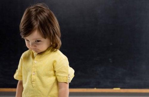 Overkomme sjenerthet i barndommen, hvordan er det mulig?
