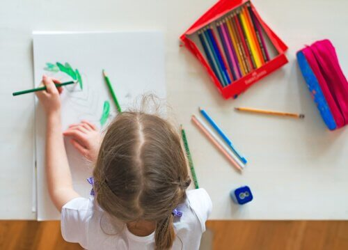 Hvordan vite om barnet ditt er høyre- eller venstrehendt
